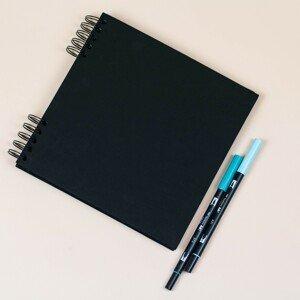 PAPÍRNA Čtvercové album 23 × 23 cm – BLACK edition