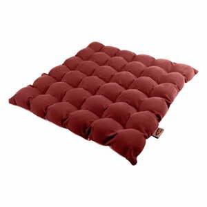 Červený sedací polštářek s masážními míčky Linda Vrňáková Bubbles, 65x65cm