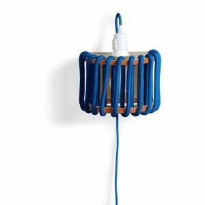 Modrá nástěnná lampa s dřevěnou konstrukcí EMKO Macaron,délka20cm