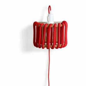 Červená nástěnná lampa s dřevěnou konstrukcí EMKO Macaron,délka20cm