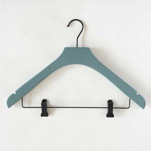 Šedo-zelené dřevěné ramínko se 2 klipsnami Compactor Hang&Keep